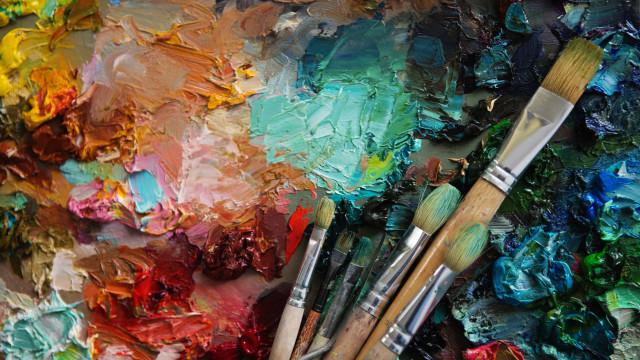 Skapinakis inaugura hoje exposição com pintura dos últimos quatro anos