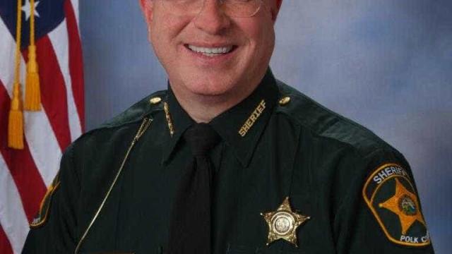 Xerife quer andar a ver de mandados entre quem procurou abrigo de furacão