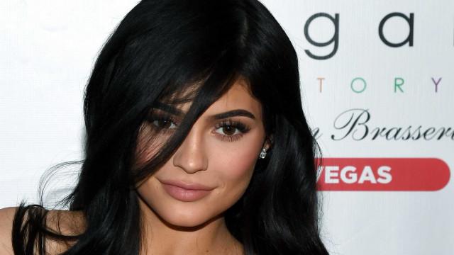 Kylie Jenner obriga a família a usar máscaras perto da filha
