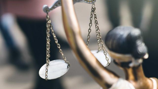 Mulher mais velha presa em Portugal nega crimes de burla em tribunal