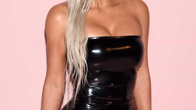 """Kim Kardashian admite ser """"frustrante"""" não poder carregar o filho"""