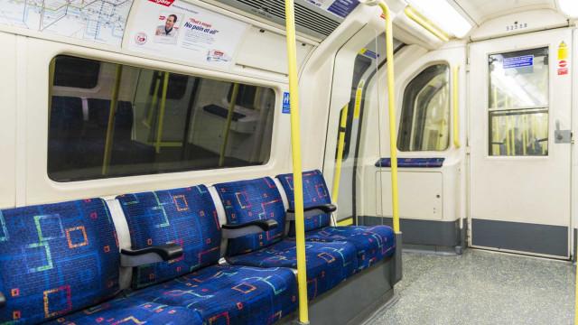Bancos do metro de Londres cheios de vestígios de fezes, concluiu estudo