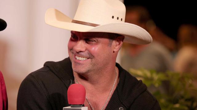 Estrela da música country morre em acidente de helicóptero