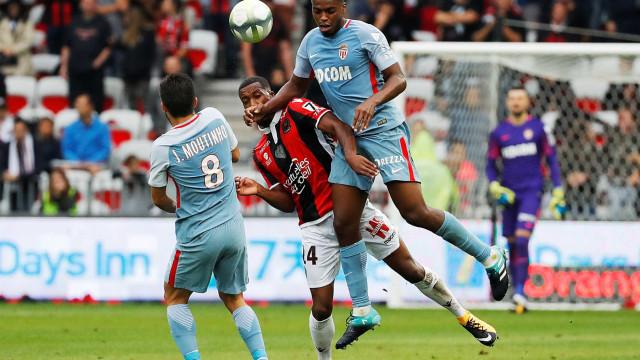 Monaco sofre primeira goleada e deixa PSG 'fugir'
