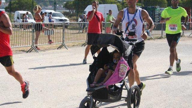 Melissa tem três anos e já 'correu '700 km. Uma história de amor