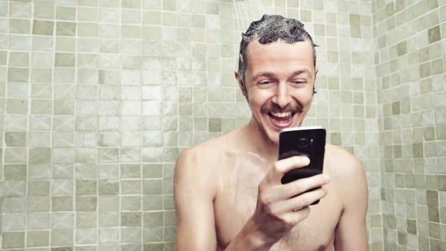 Tudo o que faz na casa de banho e que lhe tira saúde
