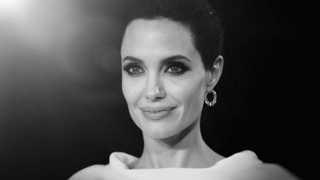 Angelina Jolie bem acompanhada pelos filhos em momento raro