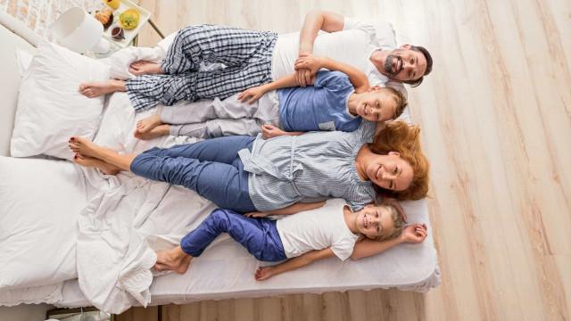 Com que frequência se deve lavar o pijama?