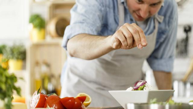 Seis truques culinários para remendar o excesso de sal