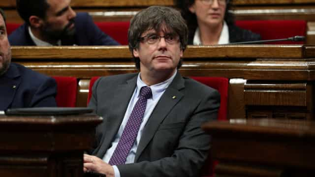 Catalunha: Puigdemont faz declaração às 20h