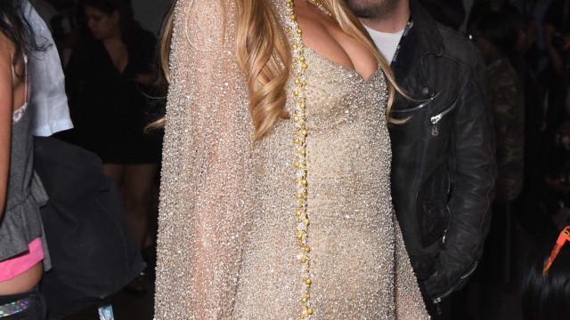 Namorado de Paris Hilton esclarece mito sobre a sua falta de inteligência