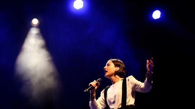 Carminho na Europa com disco de homenagem a Tom Jobim