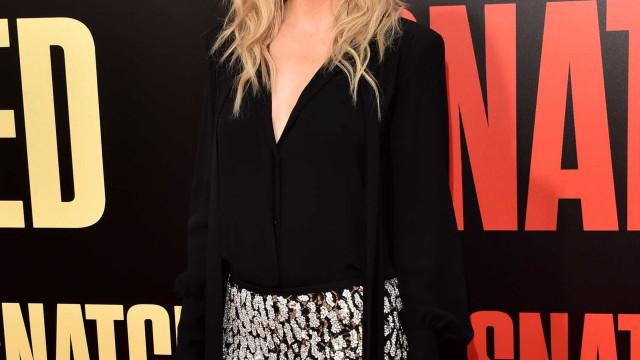 Kate Hudson derrete fãs com momento amoroso entre a filha e os seus pais