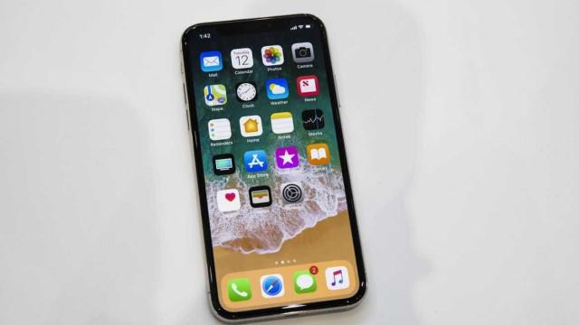 O iPhone X ainda não chegou, mas já há quem o tenha
