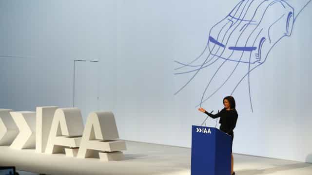 Facebook não será rival das fabricantes automóveis