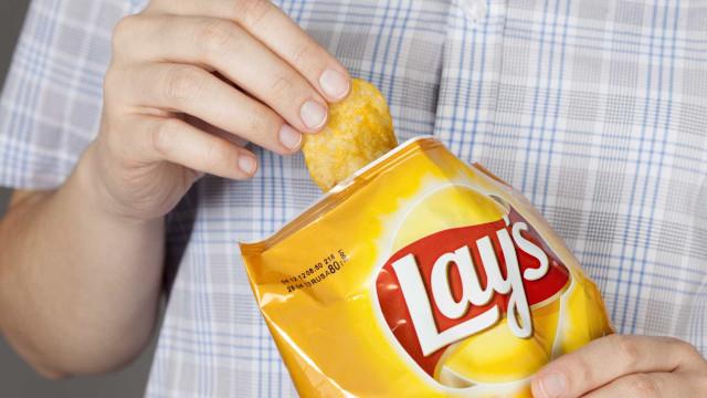 Não são 12 mas 72 gramas de hidratos. Lay's retira pacotes do mercado