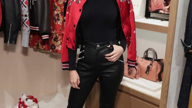 Selena Gomez vista pela primeira vez em público após revelar cirurgia