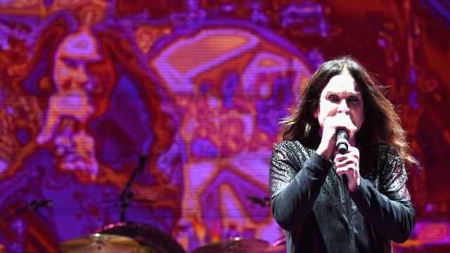 Ozzy Osbourne largou vícios para parar de urinar nas calças