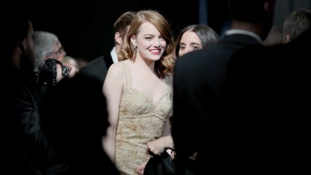 """Emma Stone ficou """"extasiada"""" quando engordou sete quilos"""
