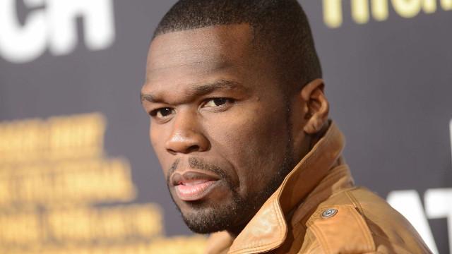 50 Cent decora árvore de Natal com sapatos da ex-namorada