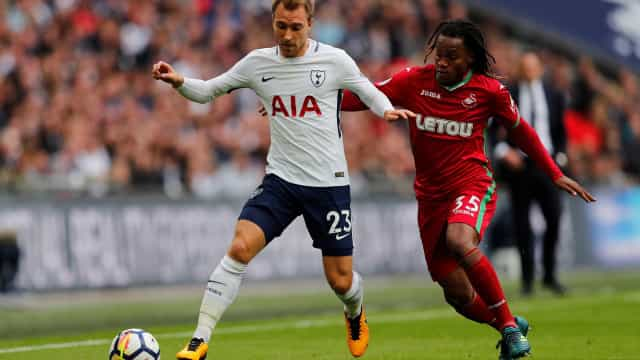 Swansea surpreende Wembley com Renato Sanches a titular