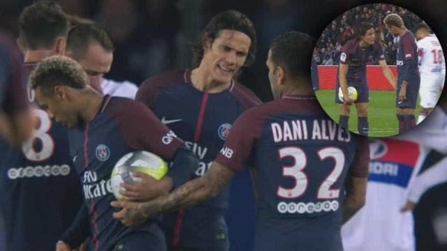 Ego a mais? Neymar e Cavani entram em conflito com Dani Alves à mistura