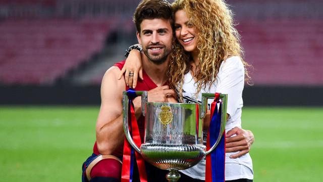 Piqué nega separação de Shakira ao publicar foto de família