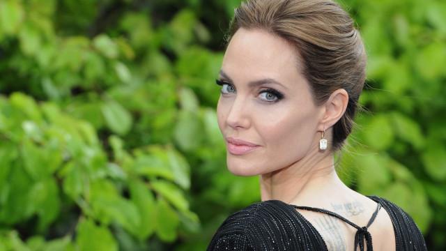 Angelina revela que evita chorar à frente dos filhos