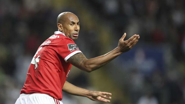 Confirmado: Luisão está 'riscado' do dérbi com o Sporting
