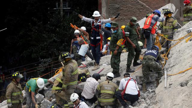 México: Pelo menos 21 crianças mortas em escola que ruiu
