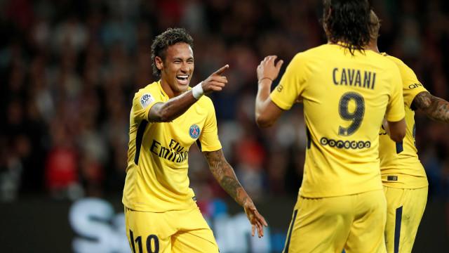 Neymar pede desculpa a Cavani com a 'ajuda' de Thiago Silva