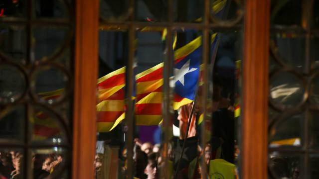 Pelo menos 540 empresas retiram sede da Catalunha