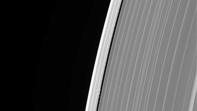 Última fotografia de Saturno tirada pela Cassini esconde um mistério