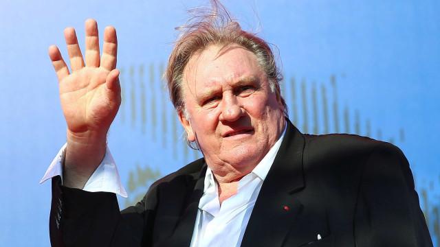 Gérard Depardieu assistiu ao desfile militar da Coreia do Norte