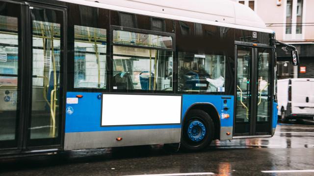 Autocarro com crianças incendeia-se em Mafra. Não há feridos