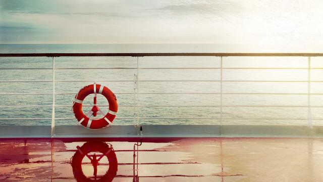 Português morreu em embarcação. Confundiu porta do WC com a saída