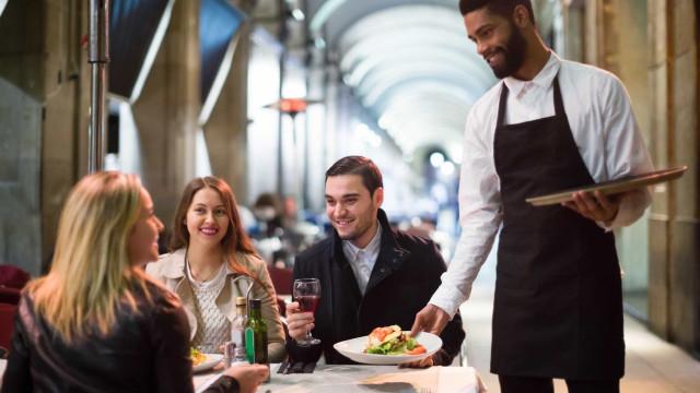 Airbnb também servirá para reservar mesa para o jantar