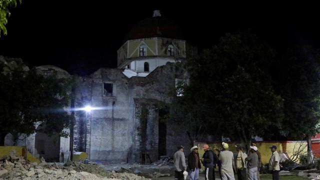 Igreja colapsou durante batismo. Morreram 11 pessoas, incluindo o bebé