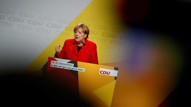 Merkel a caminho de mais uma vitória nas legislativas de domingo