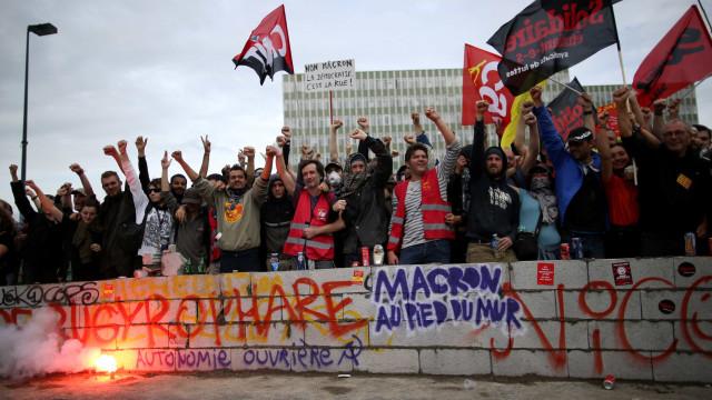 Milhares de franceses saem às ruas contra reforma da lei do trabalho