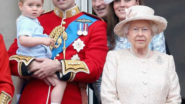 William ainda não é rei, mas já está preparado para subir ao trono