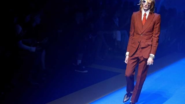À 'boleia' de Sir Elton John, Gucci faz viagem no tempo