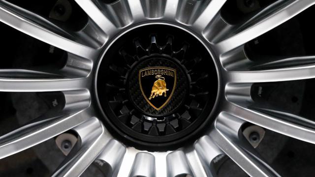 Lamborghini prepara-se para apostar num modelo de quatro portas