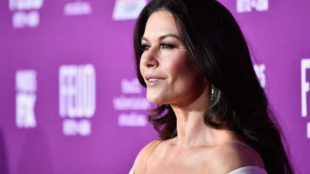 "Zeta-Jones revela que afastou os filhos do ""mundo louco"" de Hollywood"