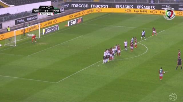 Esta defesa de Douglas 'ofereceu' os três pontos ao Vitória SC