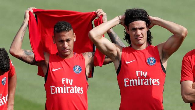 PSG fez oferta tentadora a Cavani para parar 'guerra' com Neymar