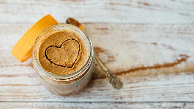 O que é que a manteiga de amendoim tem? Saúde para dar e vender