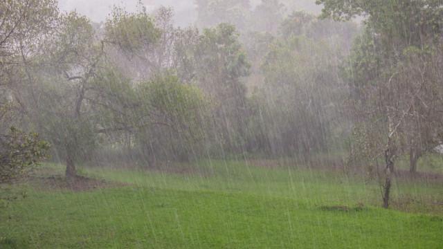 Interação de ciclones tropicais mantém aviso de chuva nos Açores