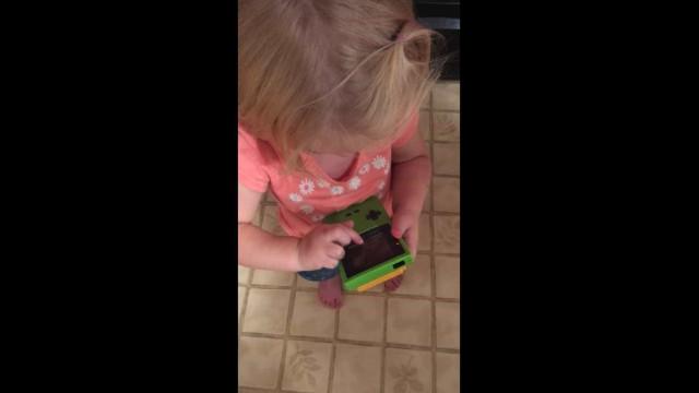Vídeo com criança e Game Boy vai fazê-lo sentir-se velho