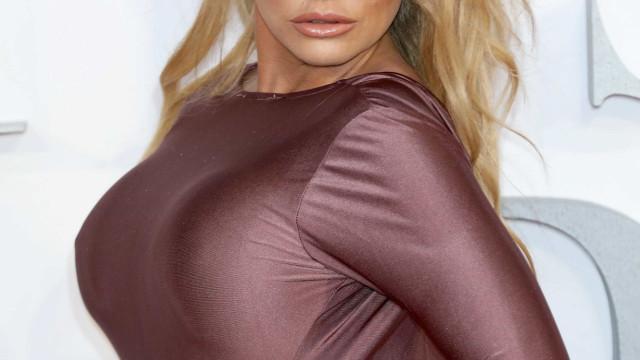 Boa forma aos 40 anos: Katie Price em topless de férias na Tailândia